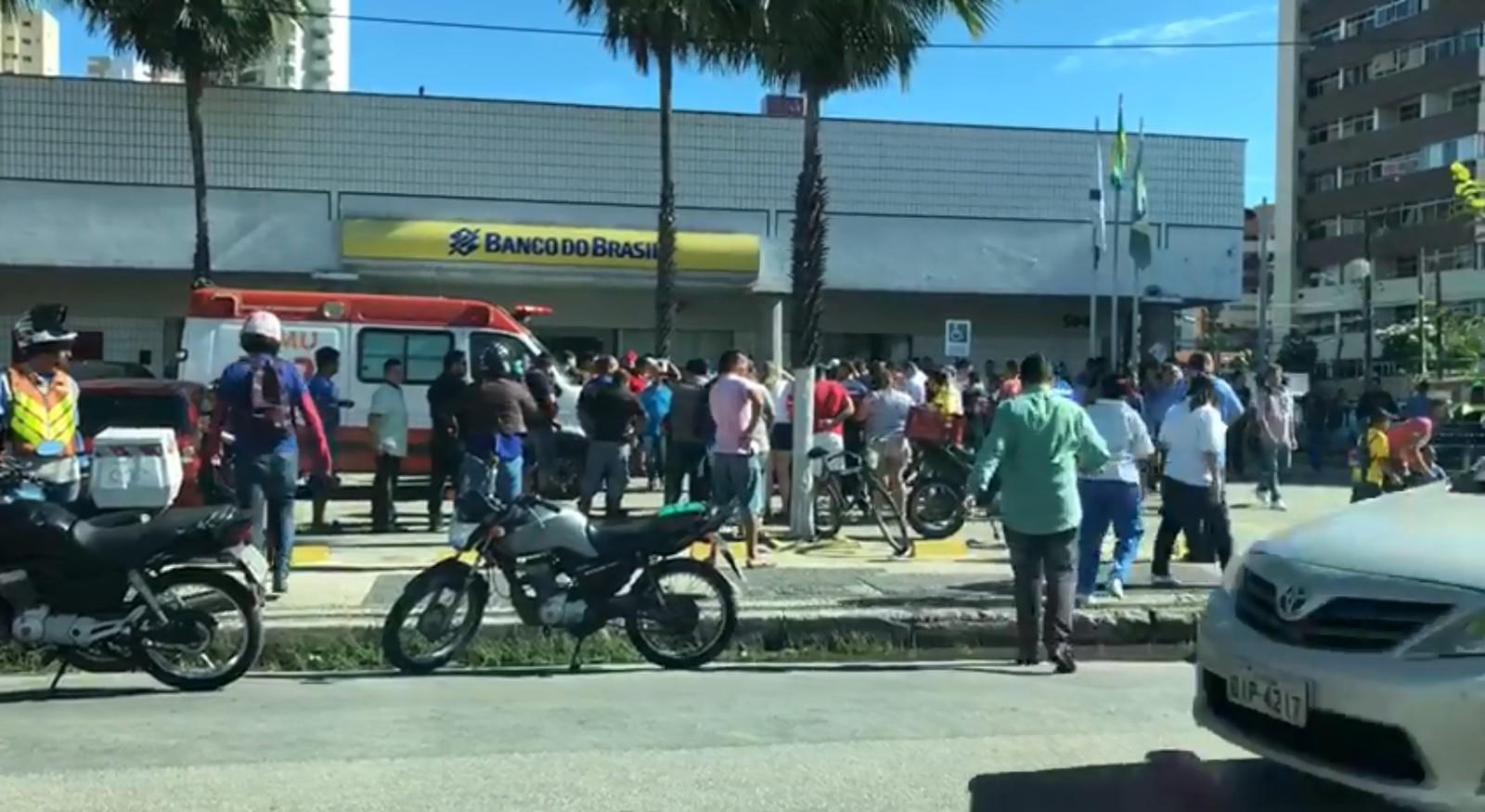 d4f6a7e4ce1 Diretor do Fortaleza morre baleado em frente a banco na Avenida Santos  Dumont