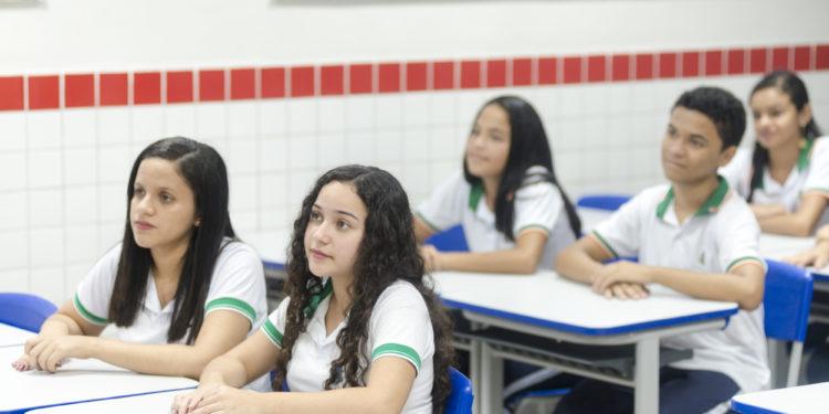 Ceará é 1º lugar no Nordeste em número de estudantes que chegam ao Ensino Médio na idade certa