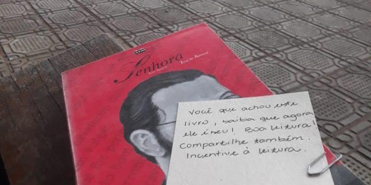 Campanha de 'esquecer' livros ganha adeptos pelo Cariri