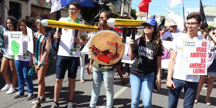 Cariri participa de Paralisação Nacional em Defesa da Educação