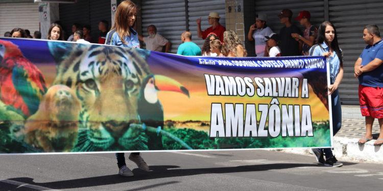 Desfile Cívico reúne 8 mil pessoas marchando pelo centro de Juazeiro; veja fotos