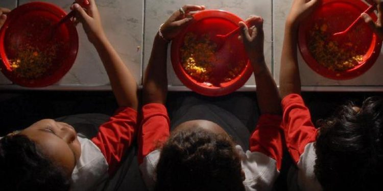 Banco do Brasil lança cartão para escolas públicas comprarem merenda