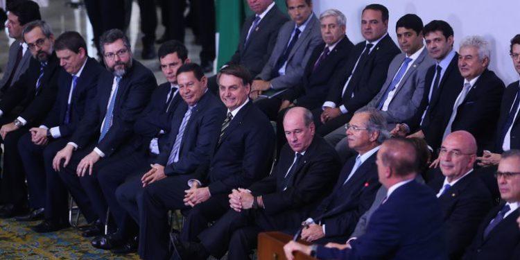 Bolsonaro afirma que comunidade internacional voltou a confiar no Brasil ao celebrar 300 dias de gestão