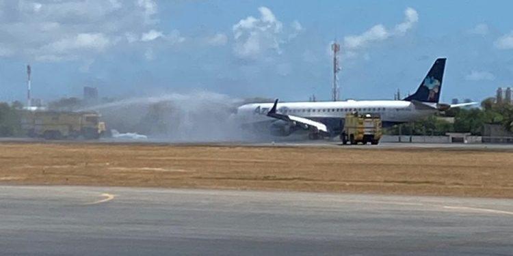 Aeronave faz pouso de emergência após decolagem no Recife