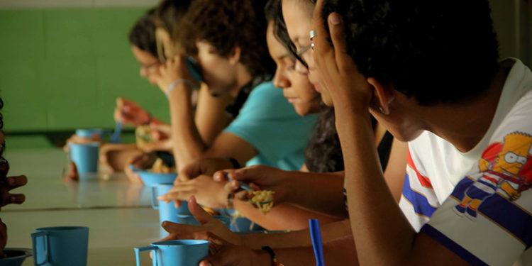 Deputado caririense garante aprovação de projeto para merenda escolar nas férias