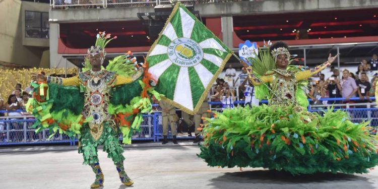 Telões devem exibir desfile de escola de samba carioca que homenageia Barbalha