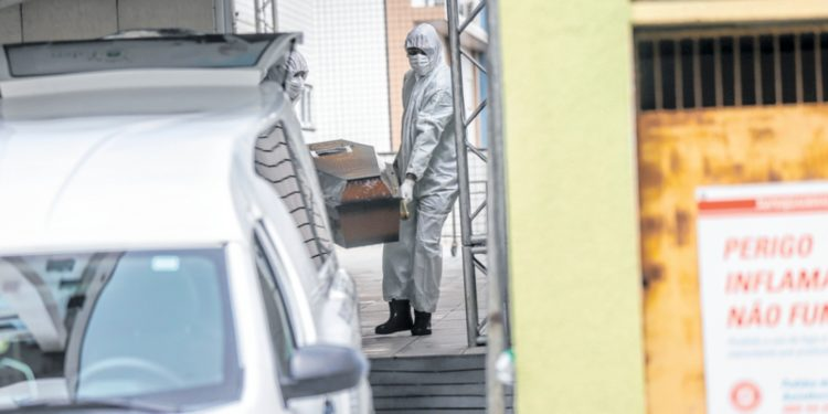 Cartórios cearenses registram mais mortes por pneumonia e insuficiência respiratória que Ministério da Saúde