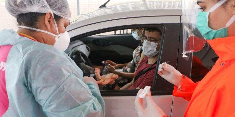 Secretária de saúde anuncia testagem para coronavírus em 'drive-thru' no Ceará