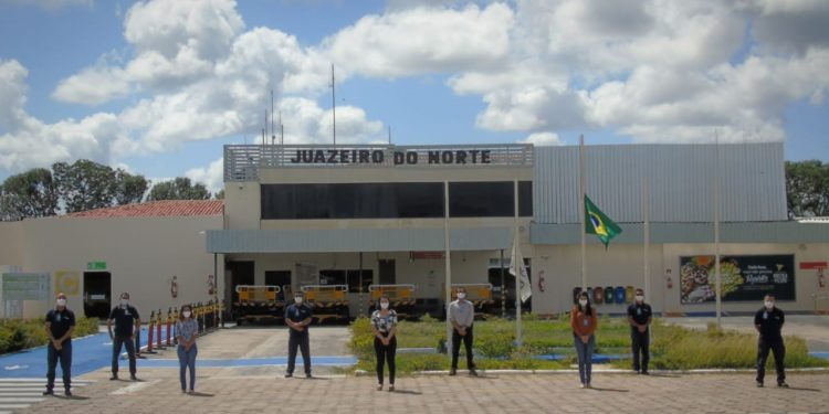 Aena faz ato em homenagem a mortos pelo covid-19 no Aeroporto de Juazeiro