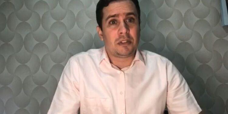Argemiro Sampaio faz live em suas redes sociais e afirma que 'barreiras sanitárias não resolvem nada'