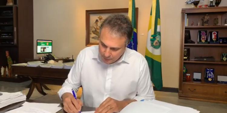 Camilo sanciona auxílio catador; benefício deve ser pago até dezembro