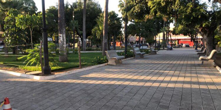 Praça Padre Cícero, em Juazeiro do Norte, está aberta para circulação de pedestres