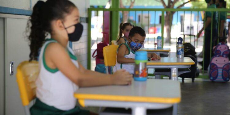 Aulas presenciais para a educação infantil podem retornar no Cariri em outubro, afirma Camilo
