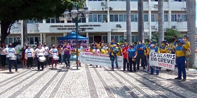 Funcionários dos Correios e aprovados no Concurso de Juazeiro do Norte se reúnem em manifestação