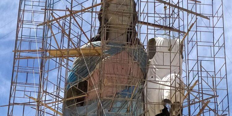 Estátua de Nossa Senhora da Penha em Campos Sales tem cabeça instalada